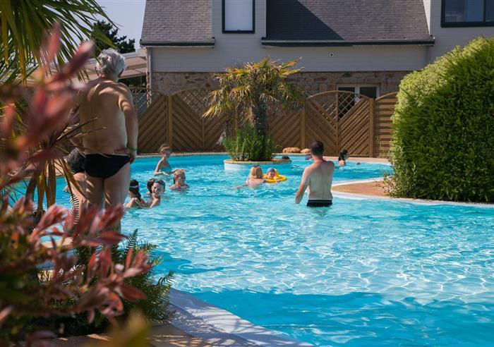 Camping morbihan avec piscine chauff e lann brick for Camping en bretagne avec piscine