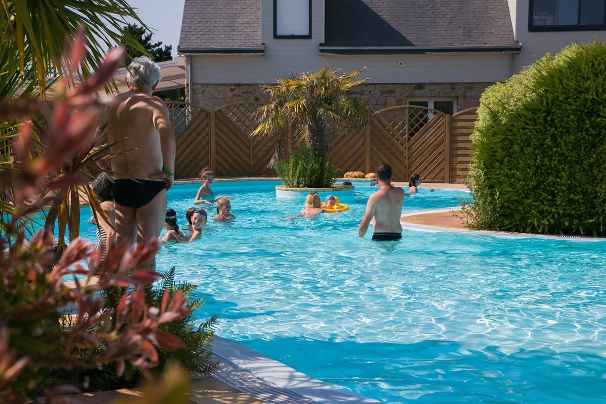 Camping morbihan avec piscine chauff e lann brick for Camping avec piscine en bretagne