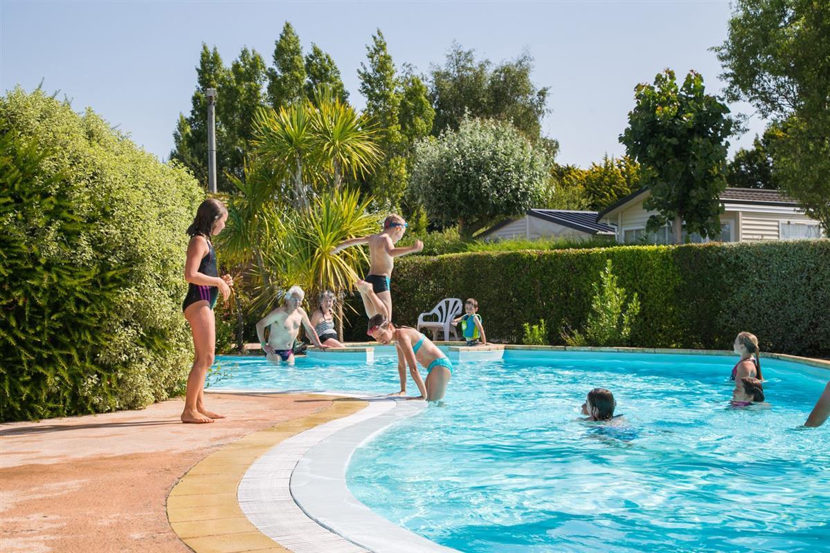 Camping morbihan avec piscine chauff e lann brick for Camping dans le loiret avec piscine