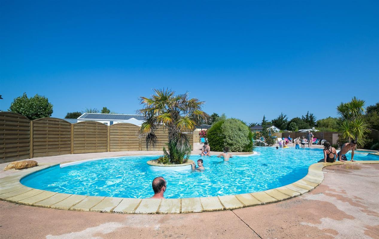 Camping morbihan avec piscine chauff e lann brick for Camping avec piscine bretagne