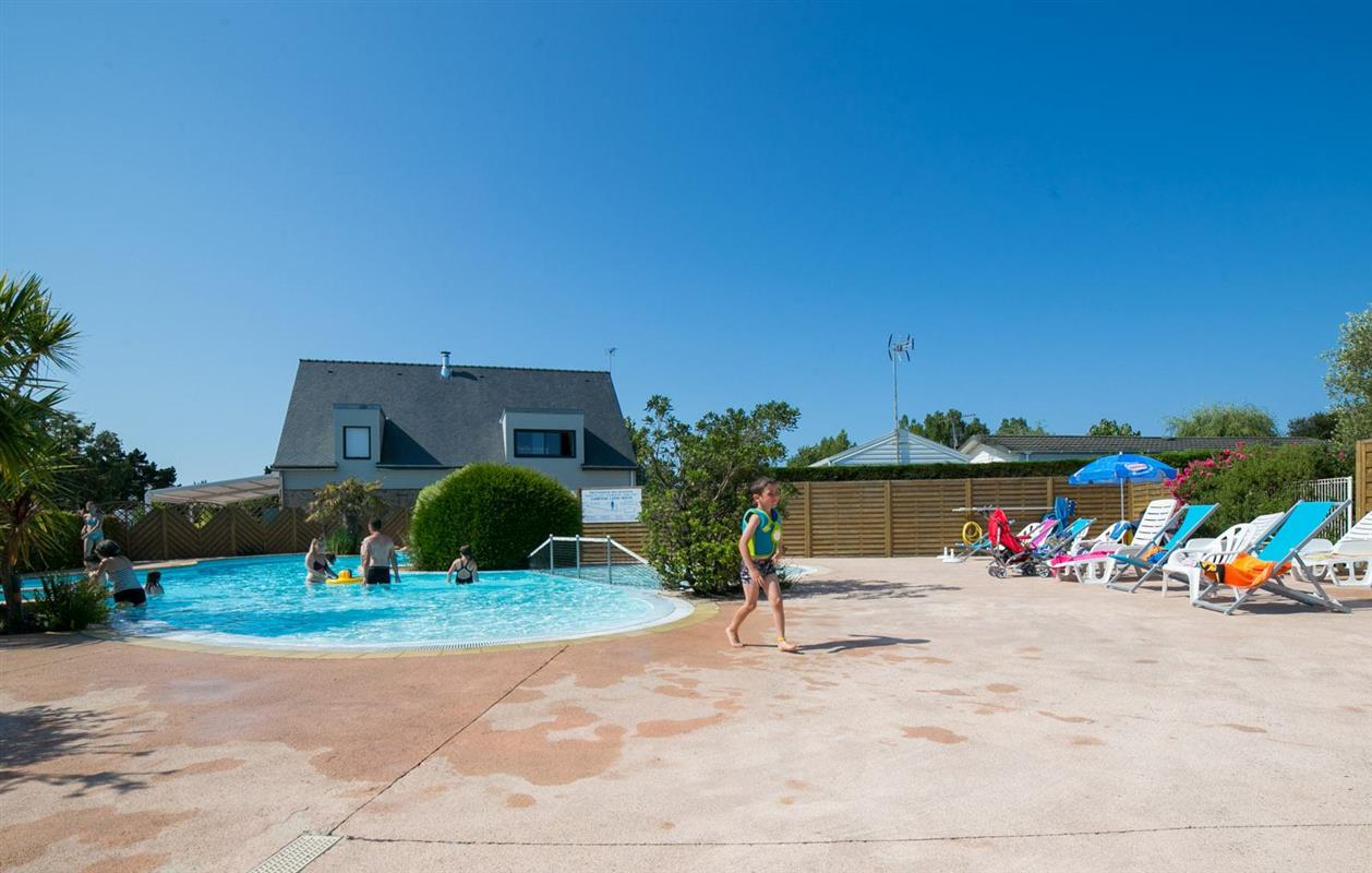 Camping morbihan avec piscine chauff e lann brick for Camping piscine bretagne sud